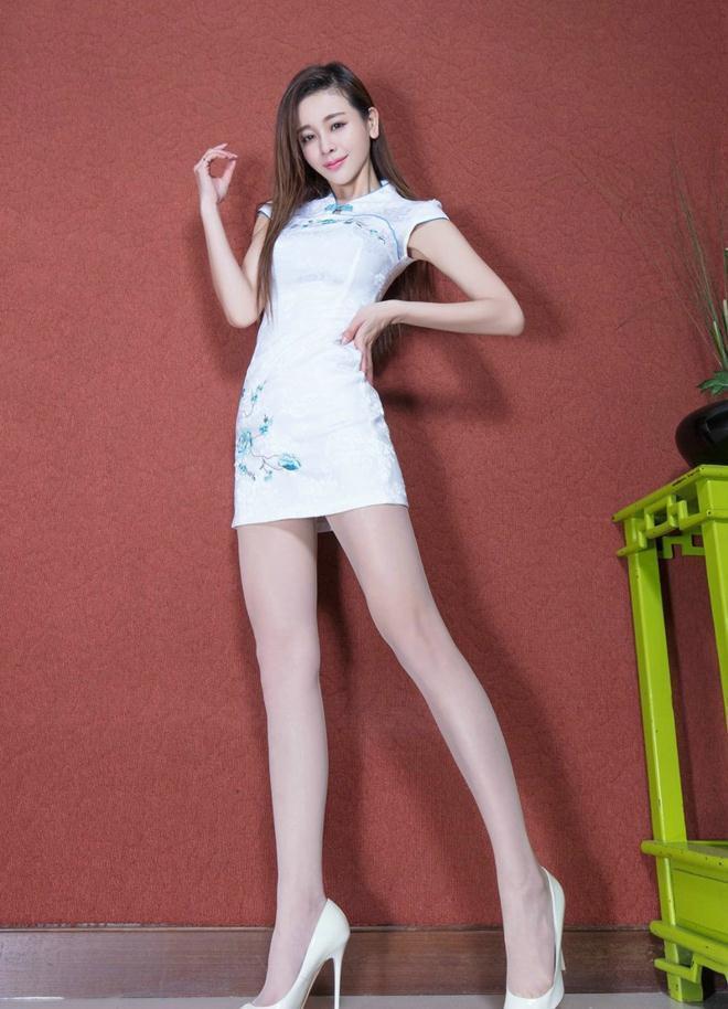 时尚女神不需要复杂搭配, 一套旗袍包臀裙足够吸睛 1