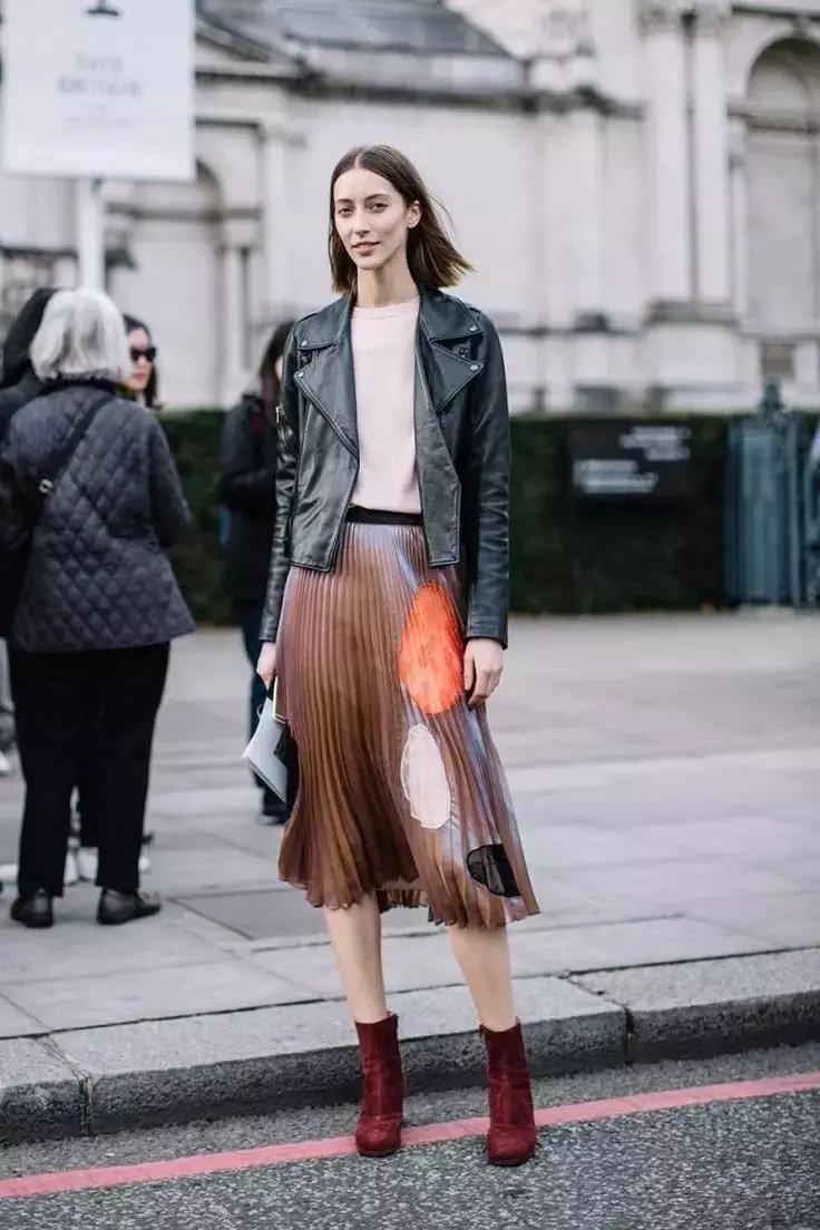 裙子+短靴才是初秋最时髦搭配! 26