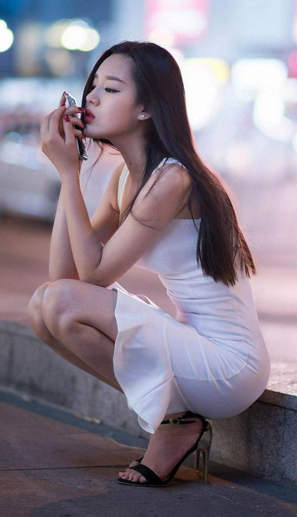 凹凸有致连衣裙, 穿出曲线的窈窕美