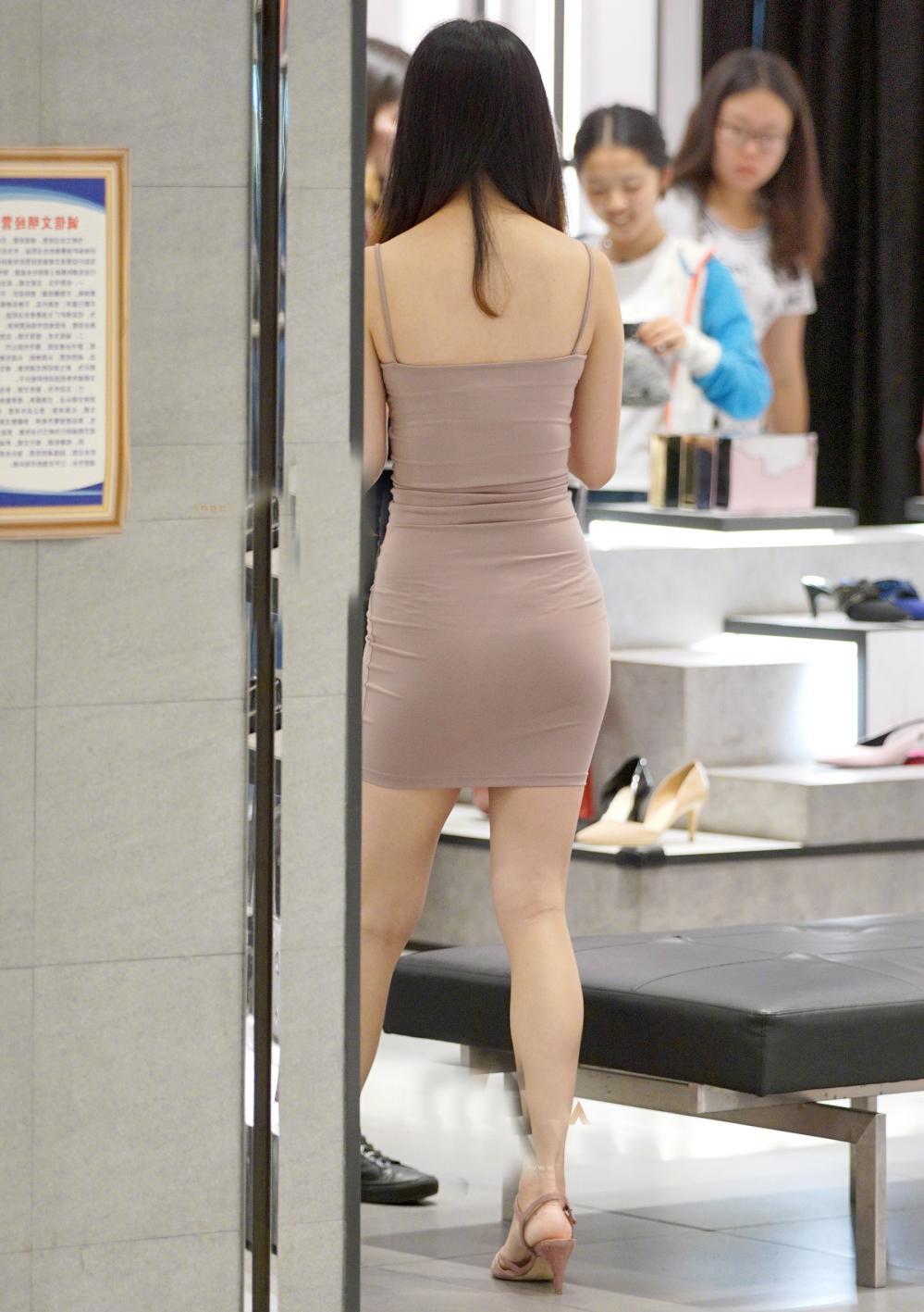 牛仔裤: 百搭经典又显瘦穿出你的迷人背影 8