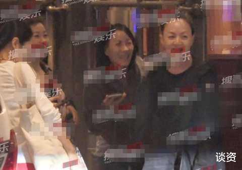 那英宋丹丹毛阿敏姐妹聚會, 勾肩搭背感情好, 毛阿敏的發際線贏瞭-圖3