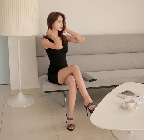 时髦紧身裙魅力不打烊, 展现女人标致身姿
