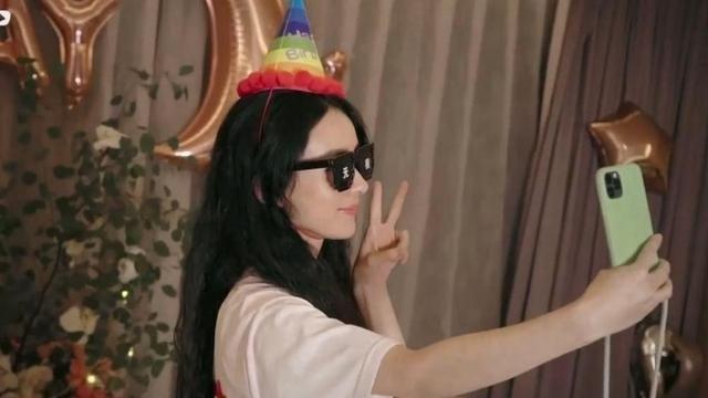 趙麗穎33歲生日曬甜美公主造型, 老公馮紹峰連祝福都沒排上隊-圖5