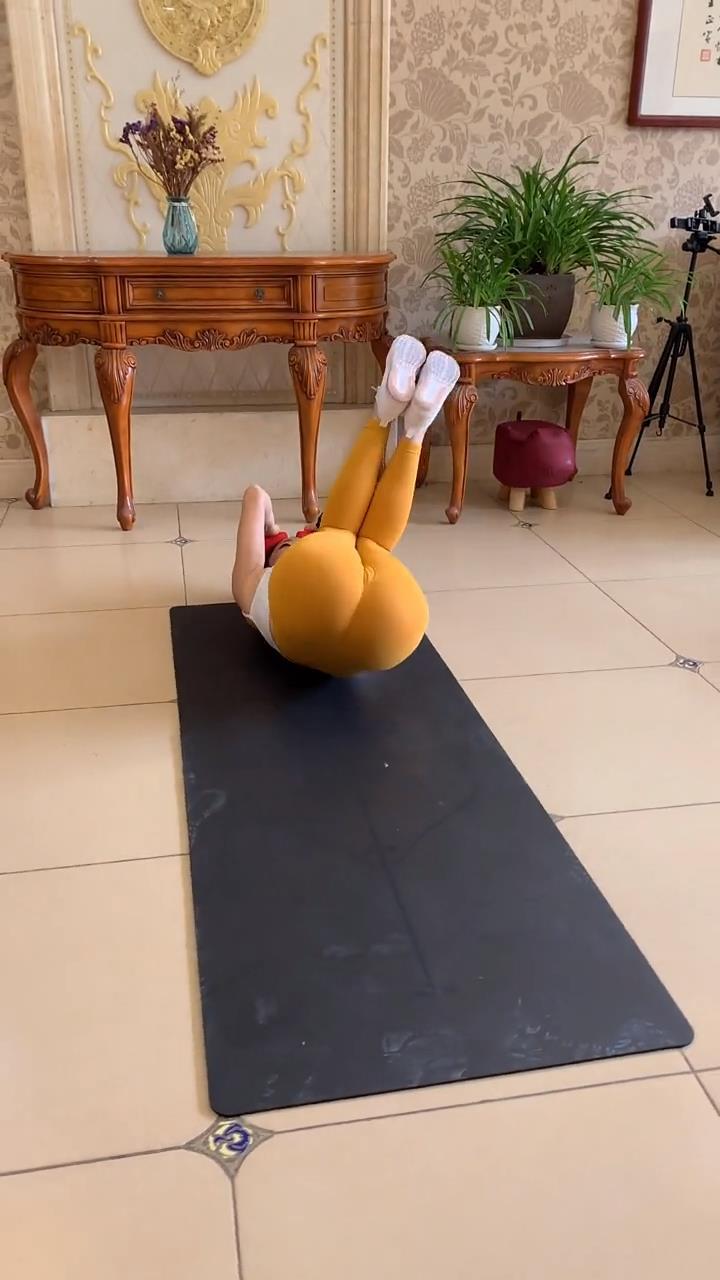 想知道腿部肌肉怎麼減下去嗎? 這套超全的拉伸動作, 15天練成筷子腿-圖4