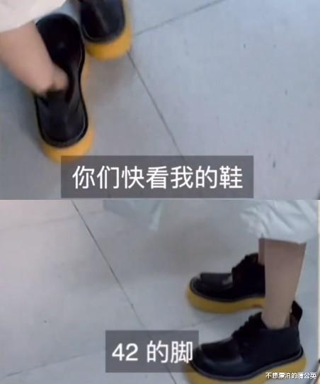 """趙露思片場未ps照片, 助理視角筷子腿超細, 42碼""""面包鞋""""搶鏡-圖6"""