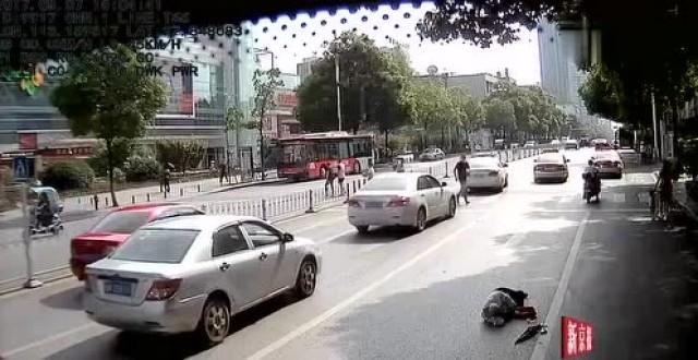 人民日报、新京报微博点赞株洲公交车司机, 访问量600多万!