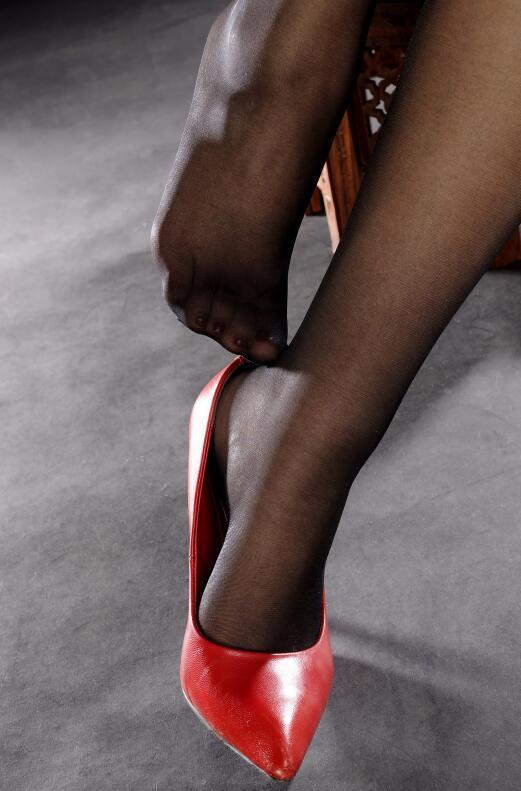 丝袜可以瘦腿, 高跟可以让身材高挑 3