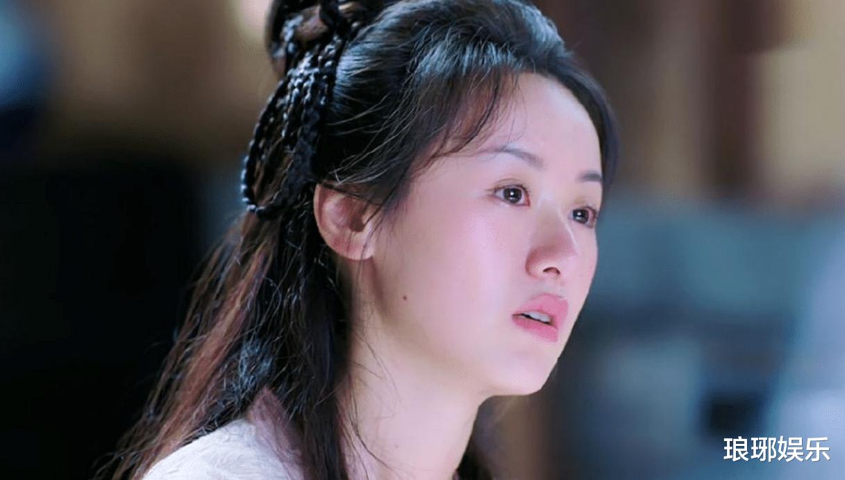 28歲袁冰妍顏值上熱搜, 引發網友吐槽, 臉型和鼻子太虐瞭!-圖4
