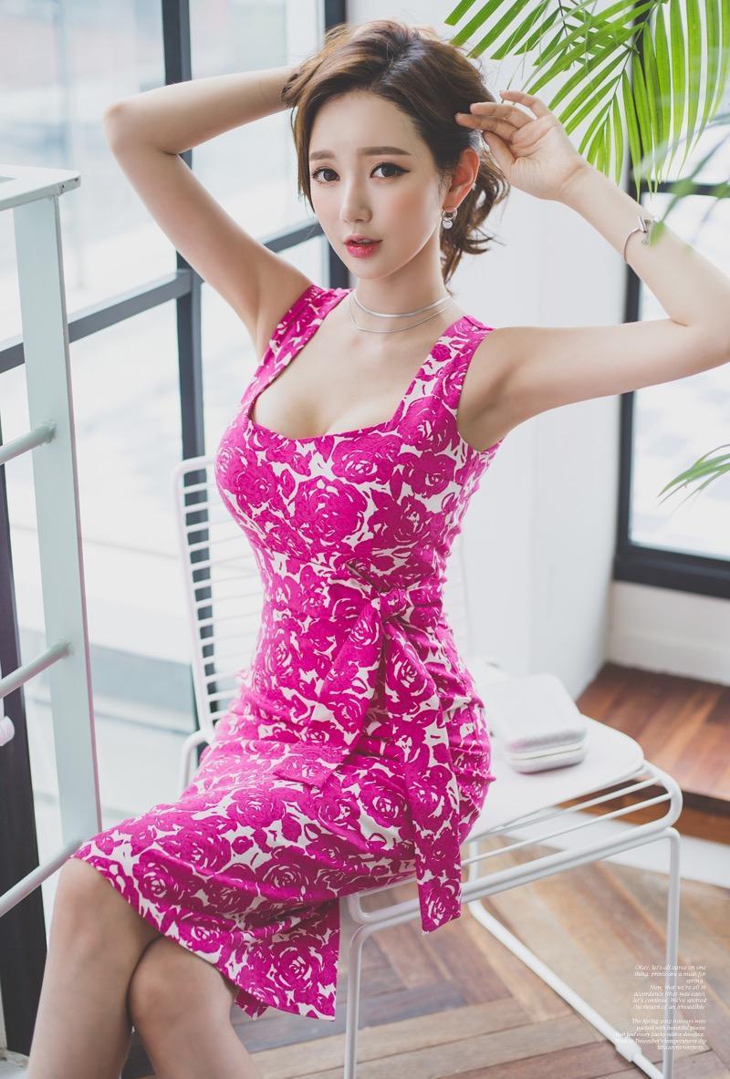 孙允珠搭配紫红连衣裙, 网友: 这时尚太美 6