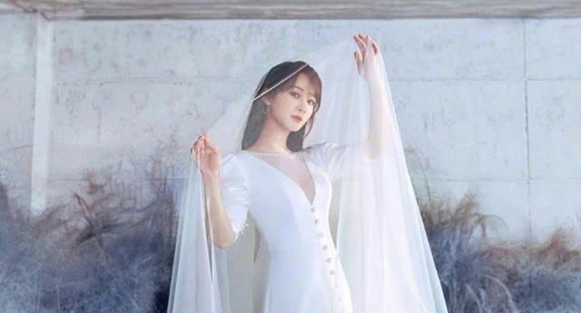 楊紫曬婚紗照, 鏡子中的自己卻忘記P圖, 原來這才是新娘真實模樣-圖5