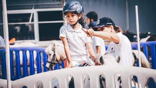 劉燁10歲兒子諾一近照曝光, 網友調侃: 越來越像陳冠希-圖11