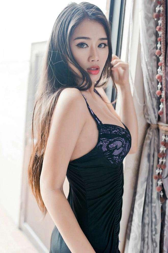 气质女神的搭配黑色紧致连衣裙, 身材完美性感诱惑 5