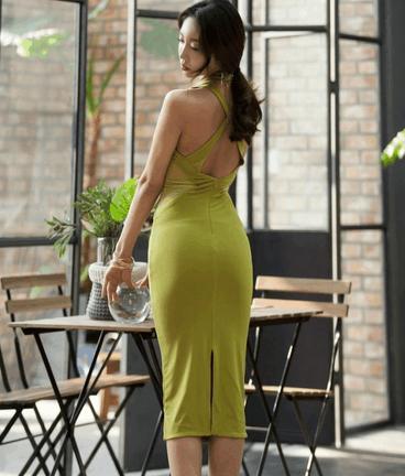 抹茶色紧身连衣裙 腰部的设计画龙点睛