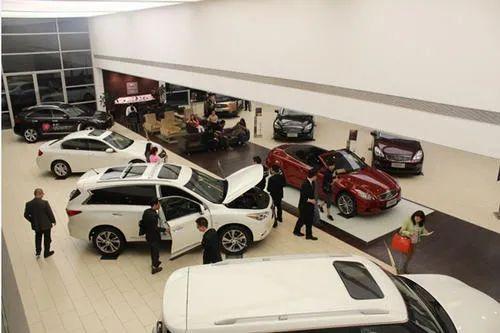 瑪莎拉蒂新車4S店門口被撞兩大洞, 損失15萬! 買新車、試車千萬註意-圖13