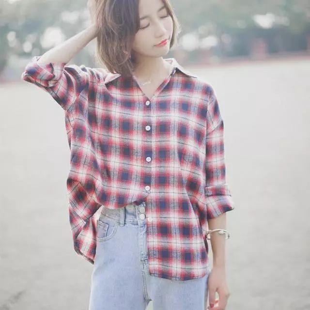 会穿的女人不再穿打底衫或者针织衫, 因为今年流行打底裙, 真洋气 7
