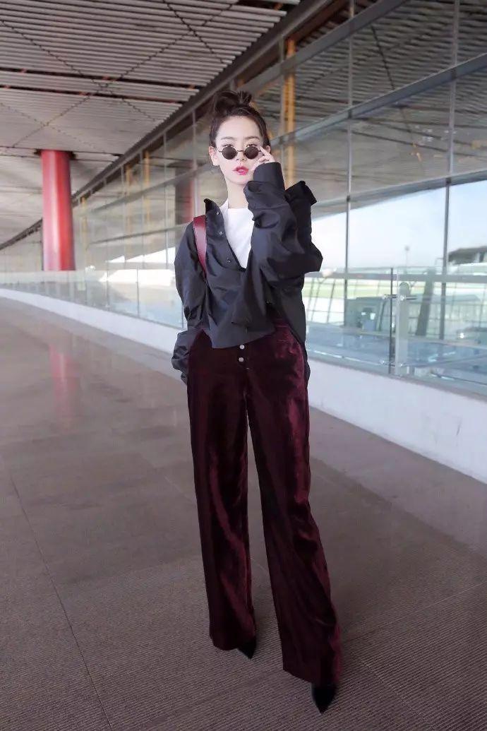 为什么戚薇很时髦你却没发现? 大概因为她一直穿衣不出错吧 23