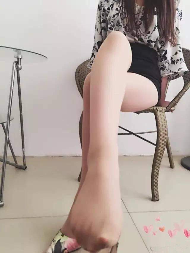 花色高跟鞋搭配丝袜, 真美! 4