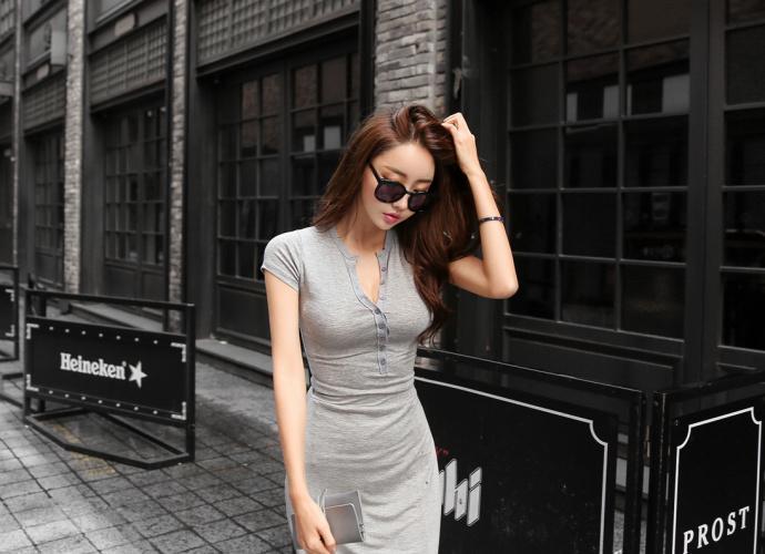 系扣式长款连衣裙, 穿出火辣好身材。 3