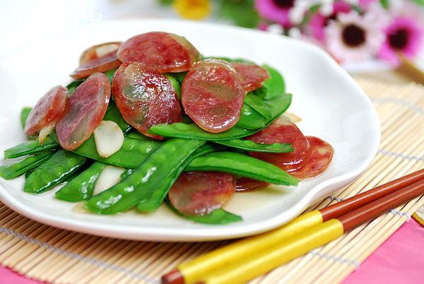 中秋快到了, 趁天凉赶紧做广东人最爱吃的腊肠吧, 自己做没有添加剂!