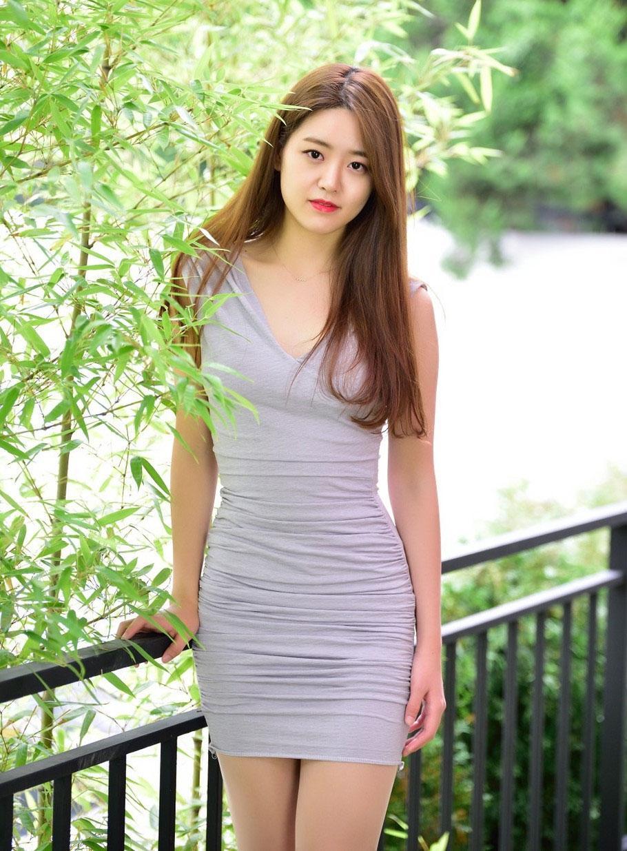 紧身裙女神优雅打扮, 穿上后成为时尚焦点 5