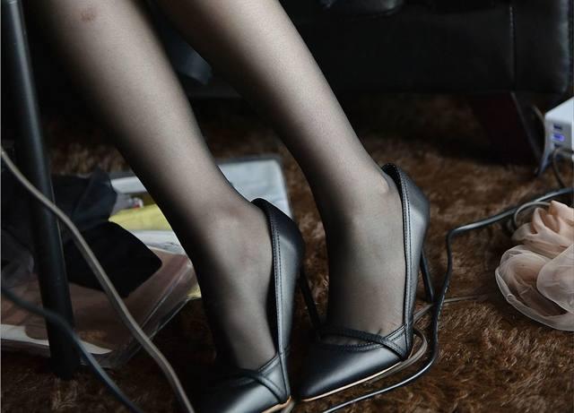 只要完成穿上高跟鞋这一小步, 就能够让自己向成为美女这个方向迈出一大步 1