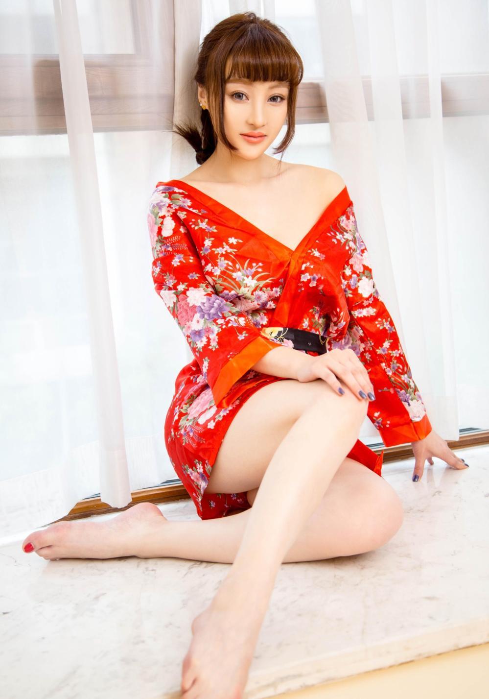 俏美女生, 用一件印花红裙来展示自己的小情调 2