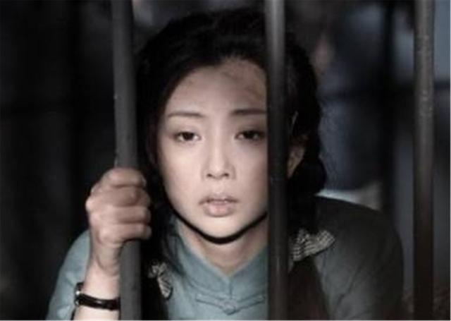 """丈夫入獄10年選擇離婚,緋聞導致她無戲可拍,今成瞭大滿貫""""視後""""-圖5"""
