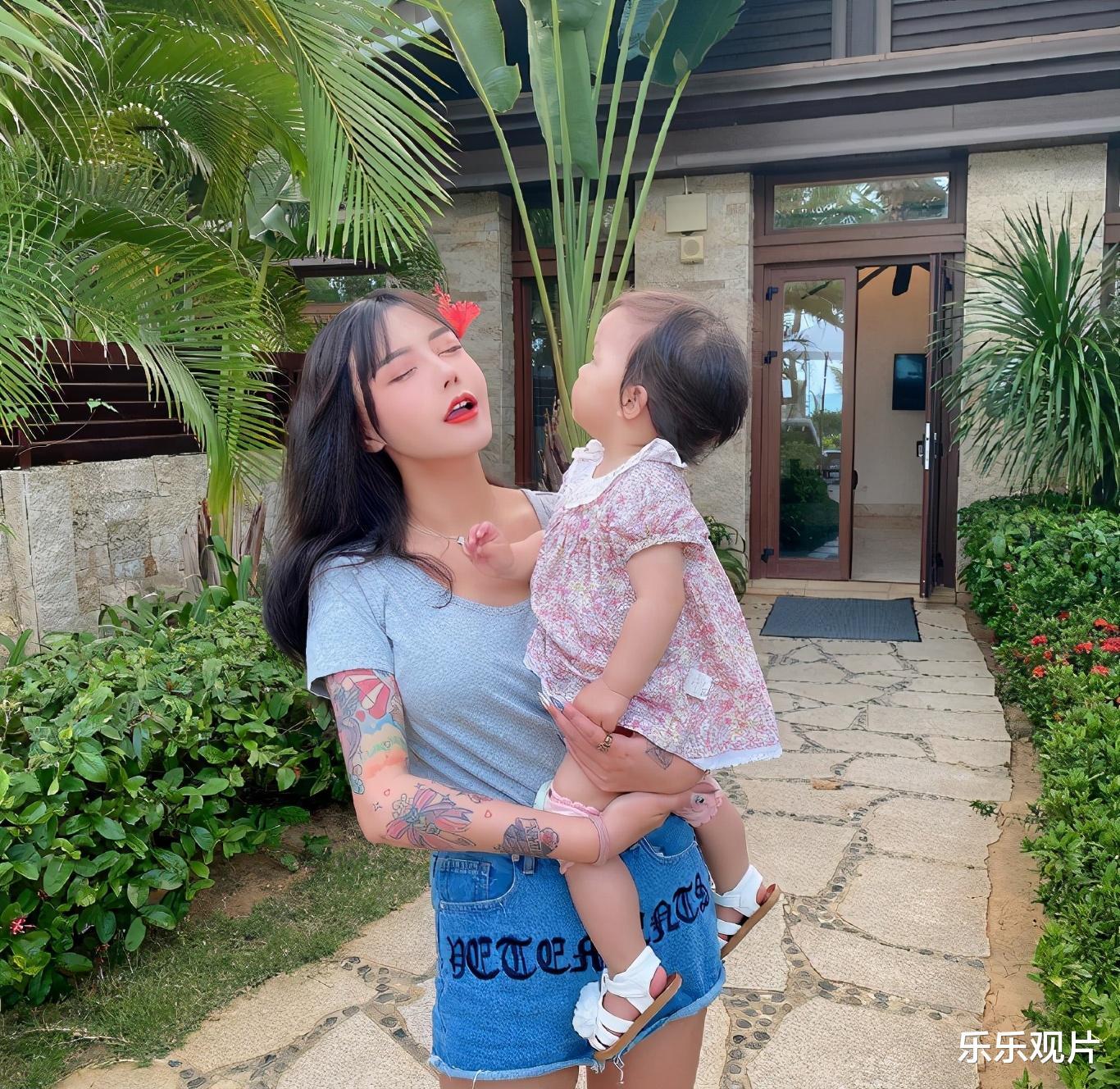 韓安冉又買700萬的超級豪車, 離婚後做單親媽媽的她超幸福-圖2
