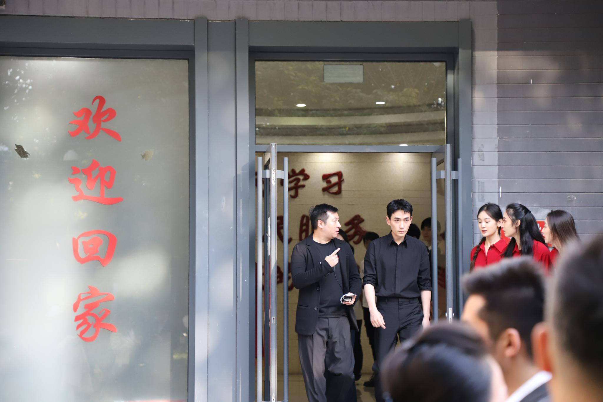 作為北電畢業生, @朱一龍 先現身母校參加70周年校慶活動-圖1