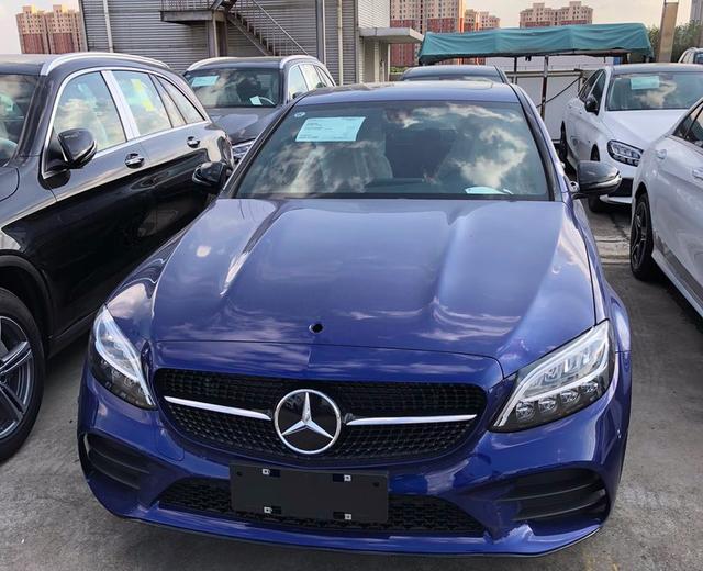 2021款奔馳C級實拍! 寶石藍色車身很洋氣, 售30.78萬元起-圖3