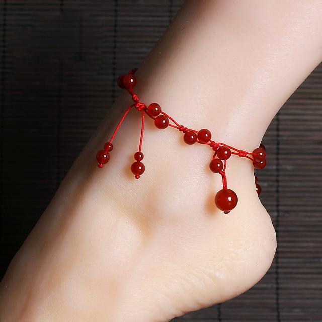 红绳搭配上天然的翡翠玉串制而成, 彰显出很好的气质, 在脚腕间 6