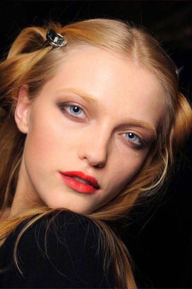她是仙女模特界的鼻祖, 美到不像人类, 就是橱窗里的洋娃娃! 15
