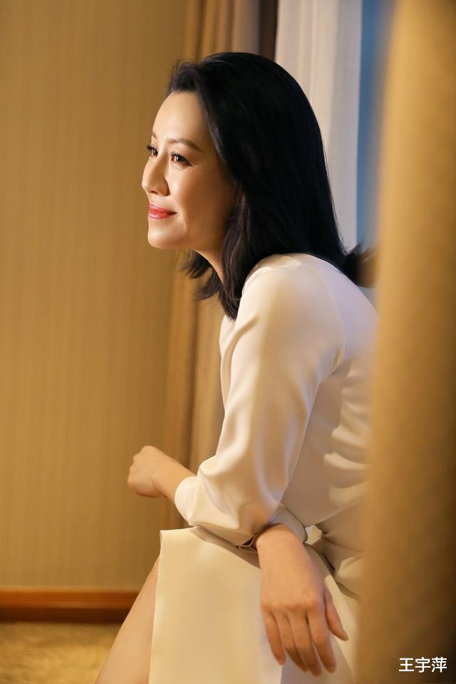 她26歲獲封影後, 半生演配角卻個個經典, 如今46歲優雅如菊-圖3