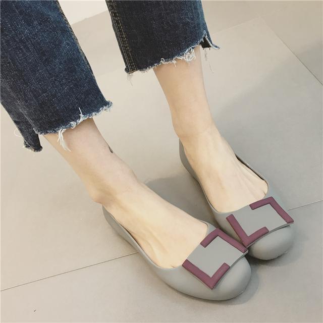 41岁马伊琍现身机场, 打扮得比子君还精致, 脚上的瓢鞋更是好看 10