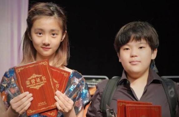 """有種""""長大""""叫黃磊女兒, 14歲黃多多近照, 觀眾: 這氣質絕瞭-圖12"""