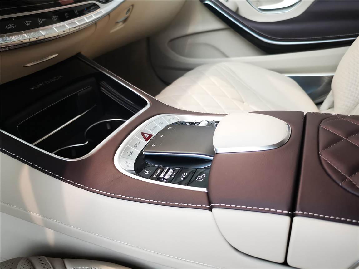 最新款 邁巴赫 S680 PULLMAN 黑外米內-圖6