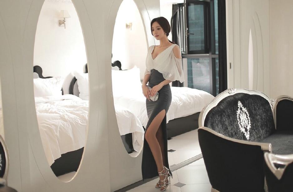 不规则高叉裙, 秀美妙好身材!