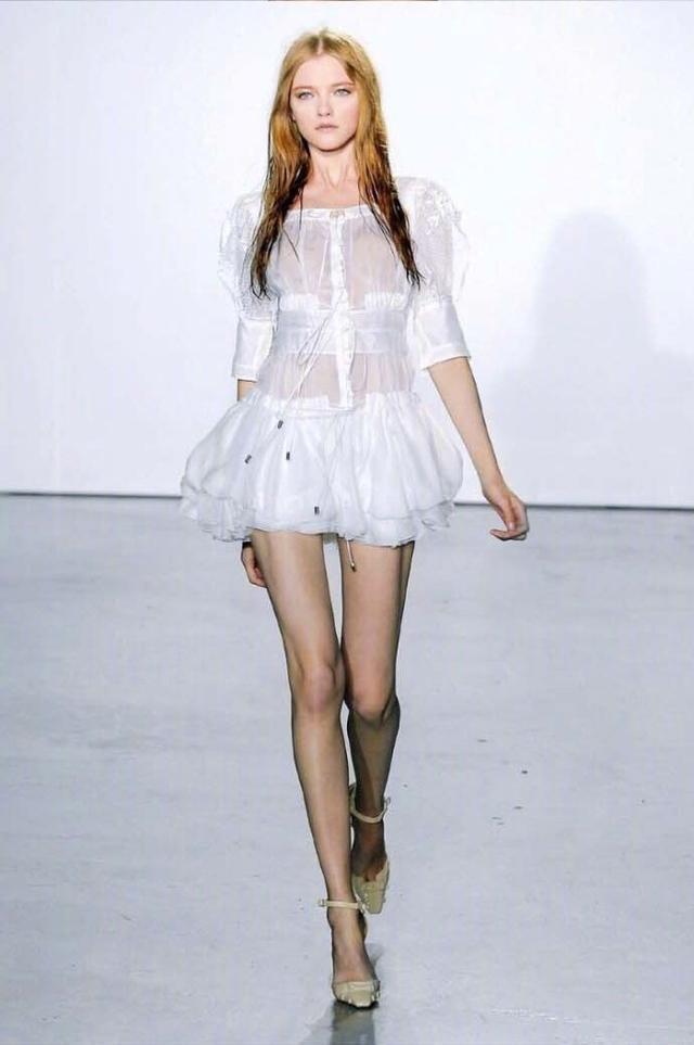 她是仙女模特界的鼻祖, 美到不像人类, 就是橱窗里的洋娃娃! 10
