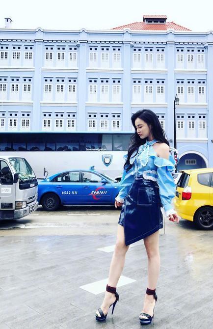冉莹颖现身机场, 一件塑身上衣引热议, 网友: 要是撑破就尴尬了! 9
