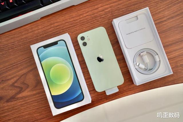 蘋果門口排長隊!華為也無奈,李楠狂吹:iPhone 12 mini兩年最佳-圖1