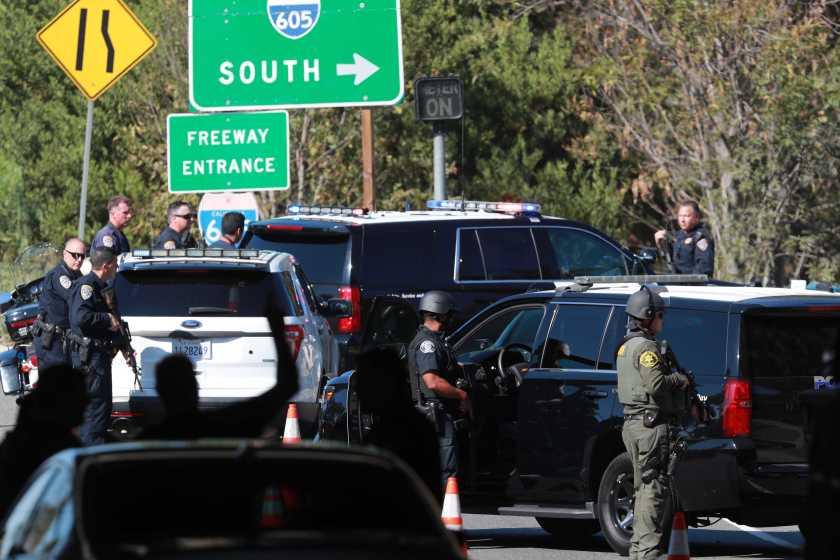 美國男子躲在草叢伏擊警察, 被大批警力包抄當場斃命-圖3