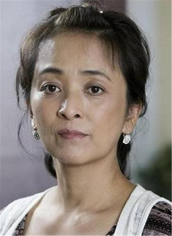 揚言不嫁中國人, 卻兩次被老外拋棄, 如今她帶著兒子回國撈金-圖3