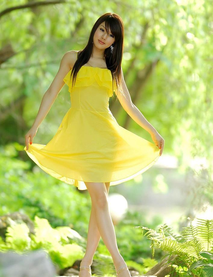 连衣裙迷人的装扮, 成为一道亮丽的风景线