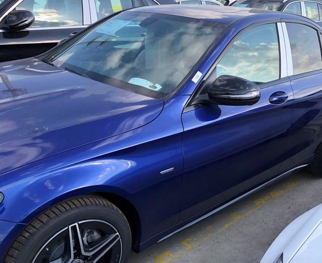 2021款奔馳C級實拍! 寶石藍色車身很洋氣, 售30.78萬元起-圖4