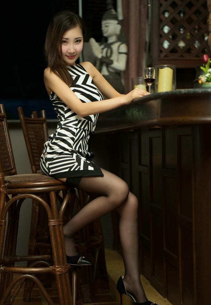 黑丝包臀裙实在动人, 时尚好看还减龄 8