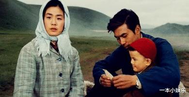 朱時茂26年前的春晚, 誰註意到他身邊的女孩? 今火得一塌糊塗-圖1