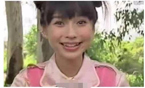 辣妈baby15岁时照片流出, 扎丸子头梳齐刘海清纯可爱, 网友: 还敢说没整过? 2