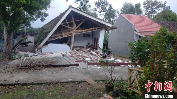 印尼強震已致6人死亡 部分建築被毀房屋屋頂震塌-圖1