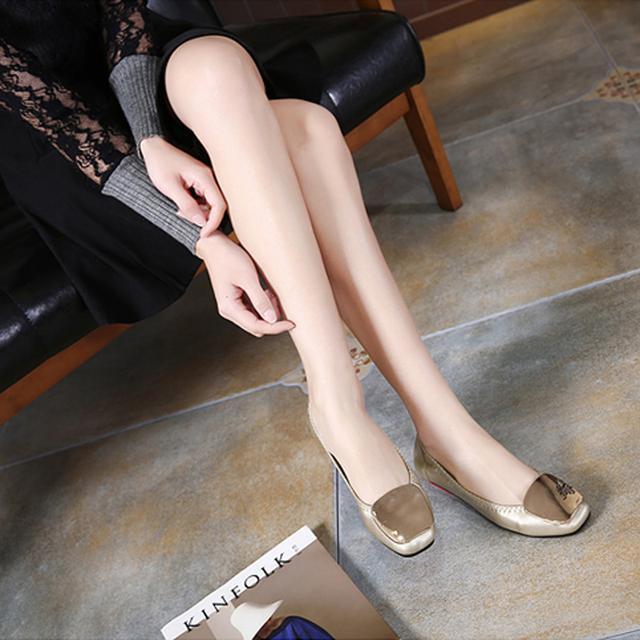 41岁马伊琍现身机场, 打扮得比子君还精致, 脚上的瓢鞋更是好看 7