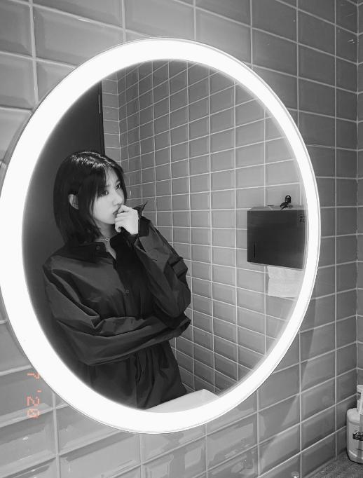 汪峰16歲大女兒近照曝光 化濃妝穿吊帶直角肩搶鏡-圖11